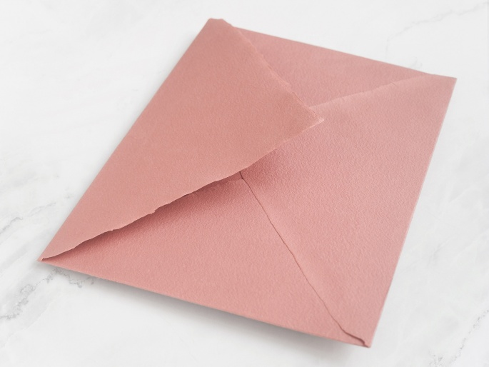 http://arnagapapeleria.com/1240-thickbox_default/sobres-para-invitaciones-de-boda-color-rosa-francia.jpg