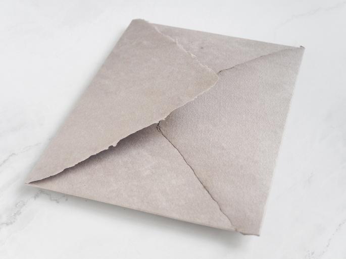 http://arnagapapeleria.com/1242-thickbox_default/sobres-de-algodon-para-invitaciones-de-boda-color-gris-topo.jpg