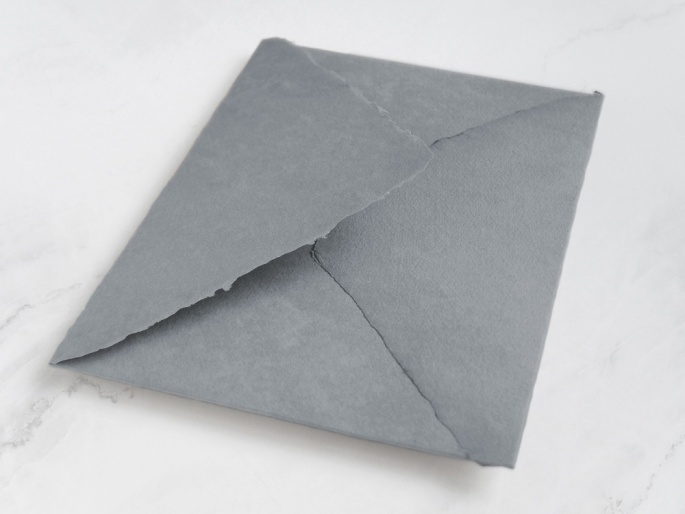 http://arnagapapeleria.com/1250-thickbox_default/sobres-de-algodon-para-invitaciones-de-boda-color-gris-medio.jpg