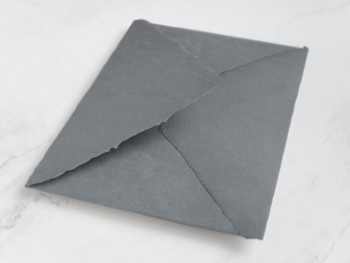 http://arnagapapeleria.com/1252-thickbox_default/sobres-de-algodon-para-invitaciones-de-boda-color-gris-medio-oscuro.jpg