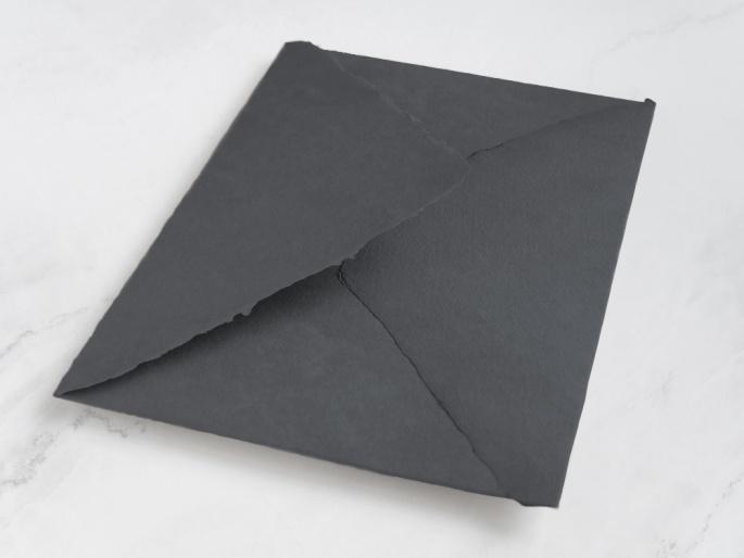 http://arnagapapeleria.com/1253-thickbox_default/sobres-de-algodon-para-invitaciones-de-boda-color-gris-oscuro.jpg
