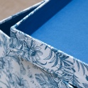 Cajas para ordenar armarios y vestidores con papeles estampados